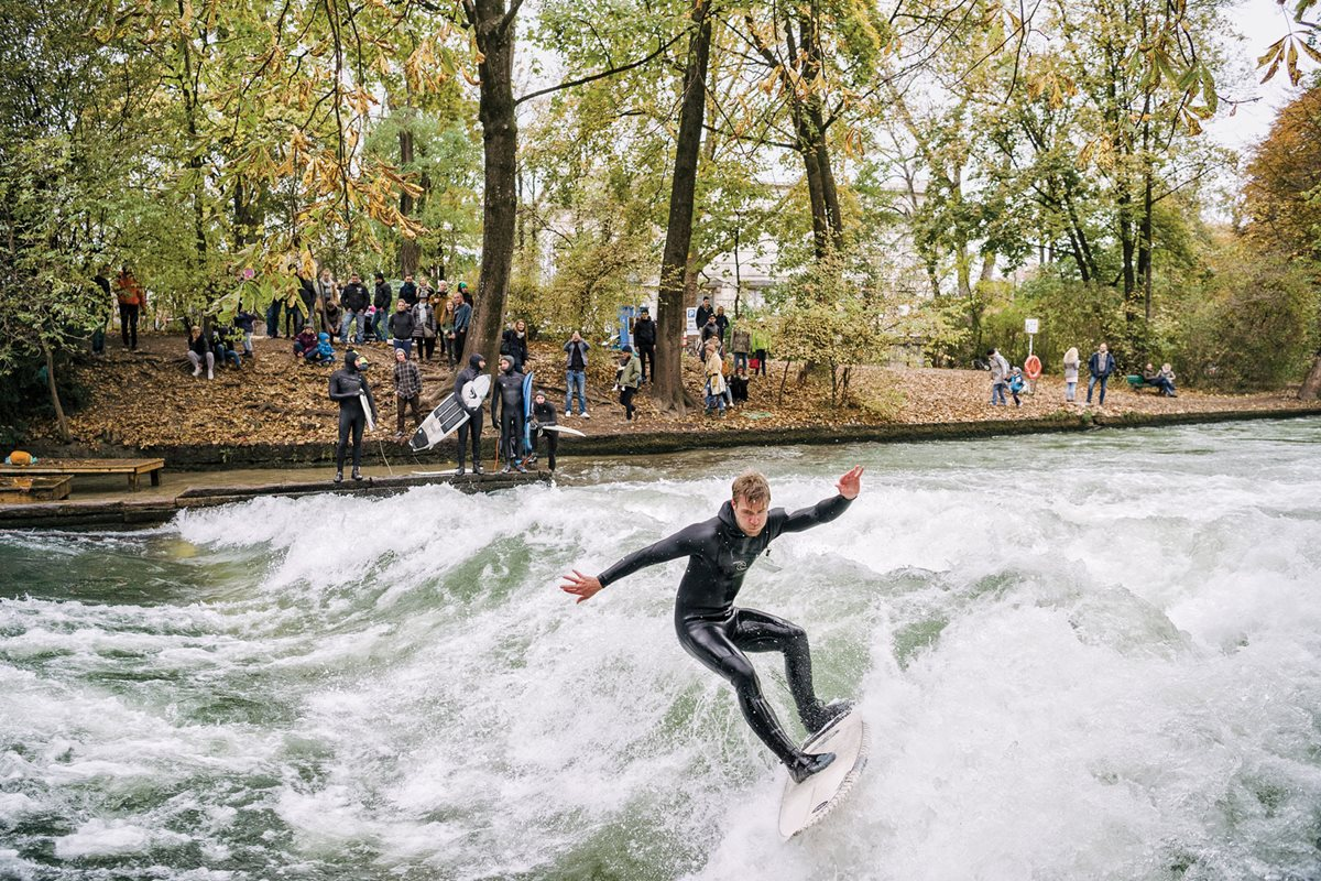 A chilly session on the Eisbach.