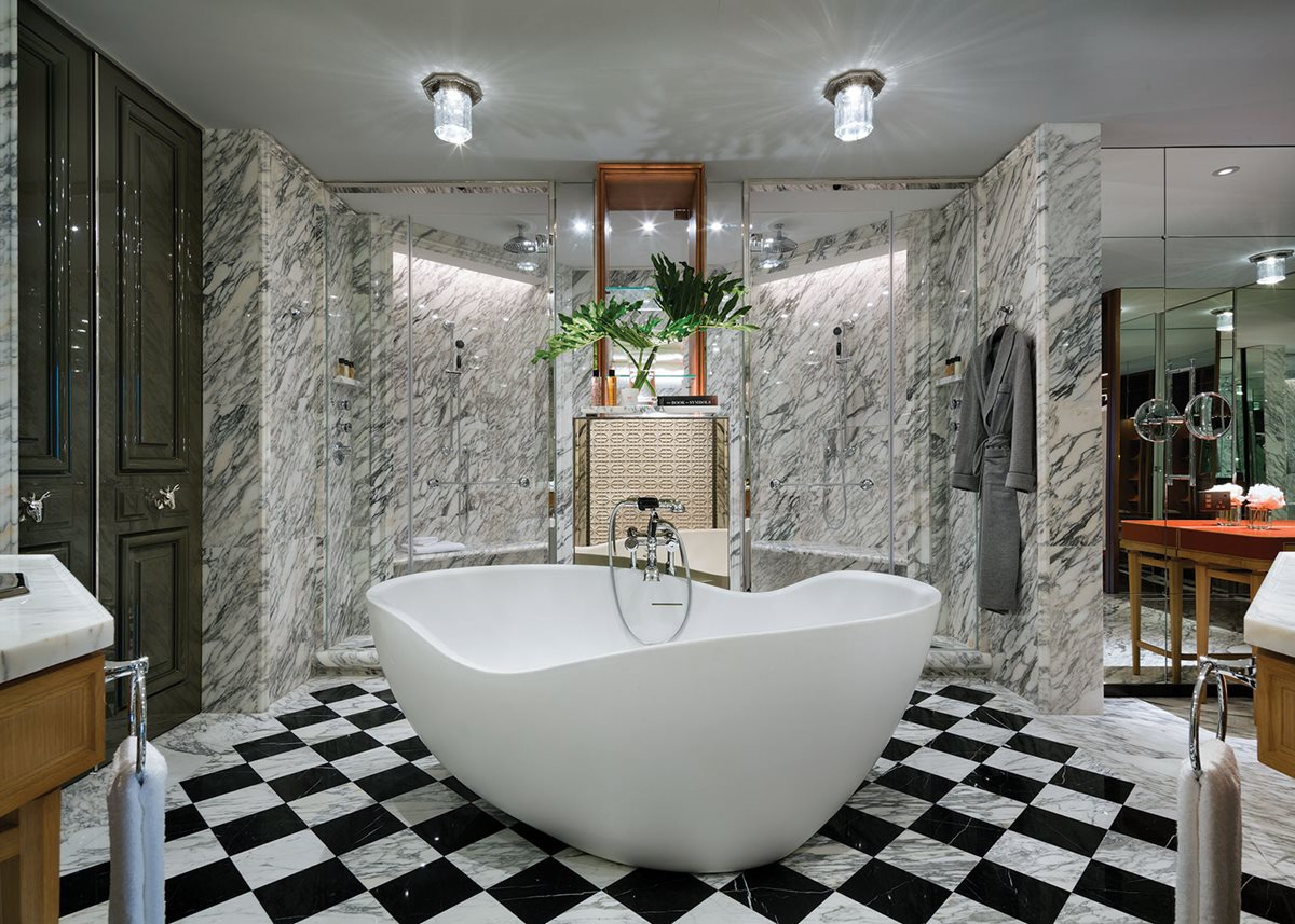 A Grand Harbour Corner Suite's bathroom.